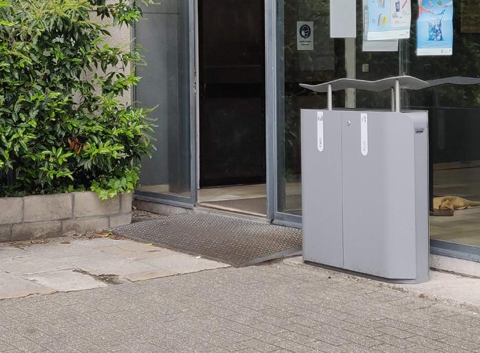 Plaatsing nieuwe sorteerafvalbakken Metropole voor Sint-Joris College Aalst